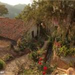Algunas casas de Santa Lucía aún conservan su tejado.