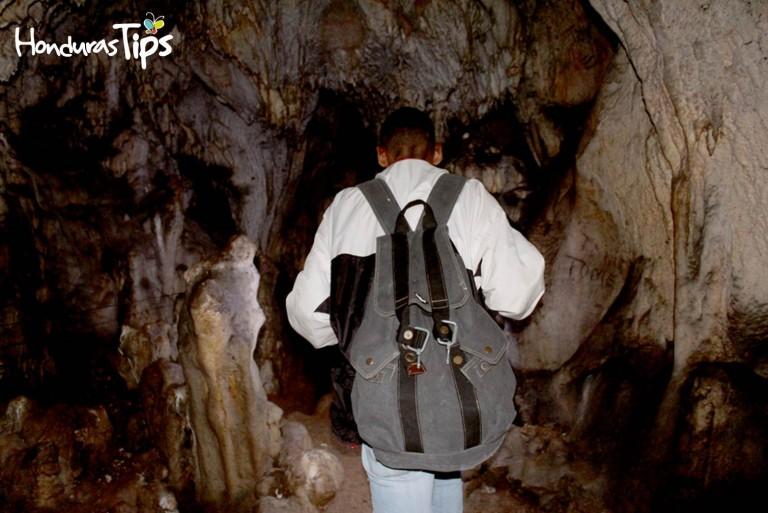 Aventurarse a recorrer los oscuros túneles le pone la piel de gallina.