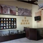 En el Museo de Los Gobernantes General José Trinidad Cabañas encontrará una tienda de libros de texto escolares y de literatura nacional e internacional de la casa Graficentro Editores, así como interesante y variada artesanía Lenca.