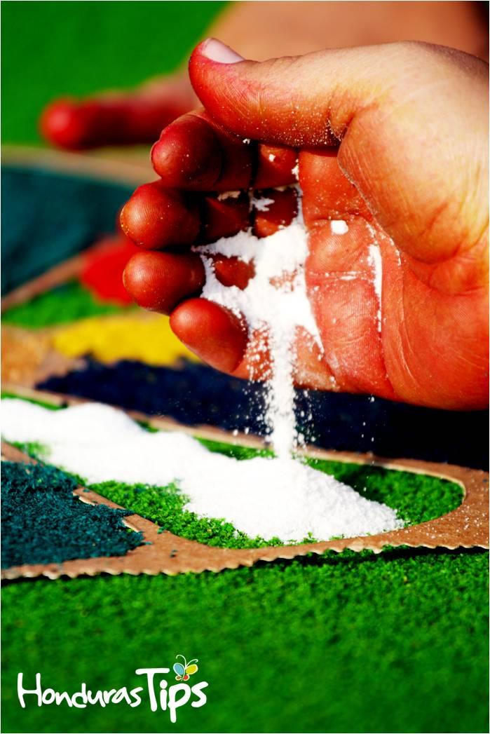 Las alfombras son de gran valor artístico para todos aquellos que llegan a ser parte de esta hermosa tradición.