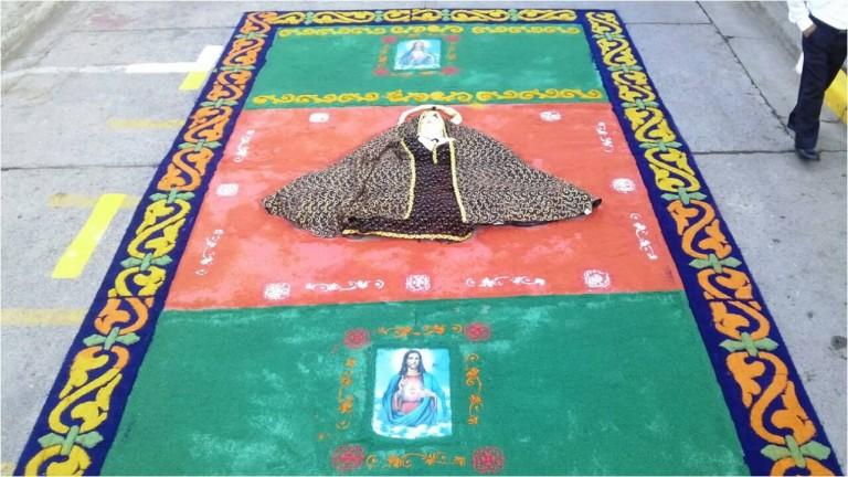 Hermosas alfombras llevan el mensaje de la Misericordia este año 2016
