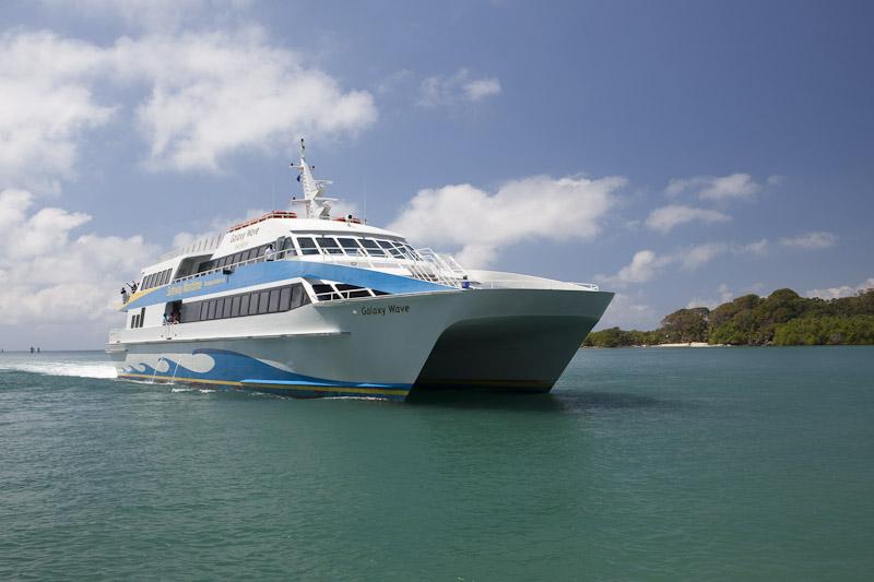 Este es el ferry que lo transportará hasta Roatán.