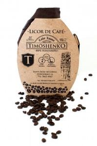 La presentación del licor Timoshenko viene en vidrio y madera, ésta cuenta con un estilo de cantimplora muy distintivo.