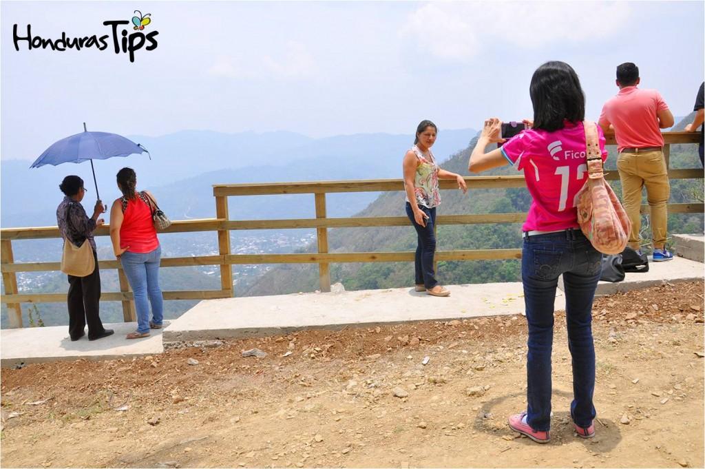 El mirador encantó a los turistas que viajaron a la comunidad de El Cedral.