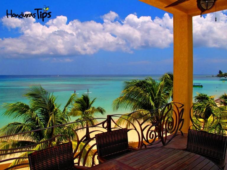 Vista de Roatán desde Coral Sands.