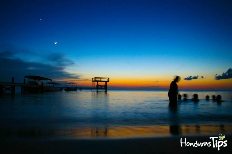 Roatán es un paraíso para los amantes de la vida nocturna y diversión.