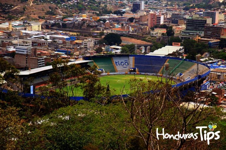 Desde el Monumento a la Paz se puede ver toda Tegucigalpa.
