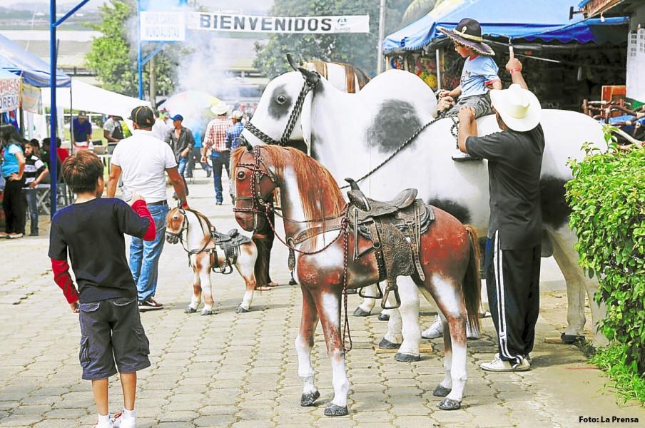 El Campo Agas se ha caracterizado por celebrar la Feria Juniana con artesanos y comerciantes de Honduras, inclusive del extranjero.