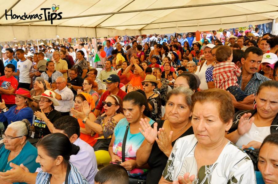 Los visitantes y locales, apreciaron con mucho entusiasmo las distintas presentaciones preparadas para Caravanas de Identidad.