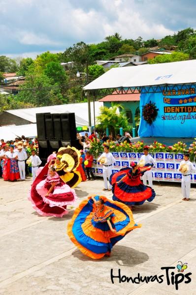 Desde San Pedro Sula, el cuadro de danza El Gran Pereke hizo su animada presentación con un popurrí de canciones folklóricas.