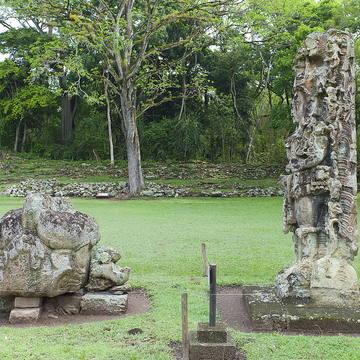 Sus montículos albergan la esencia del mundo maya en Copán.