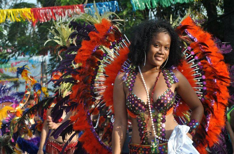 La Ceiba es famosa por organizar el más colorido y concurrido carnaval en todo el país.