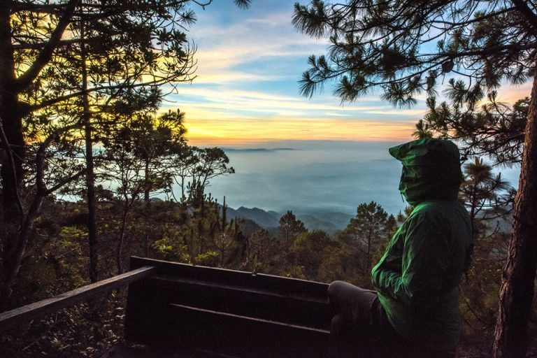 Taisa disfrutando de un amanecer en el punto más alto de Honduras, Celaque a 2849 metros sobre el nivel del mar.