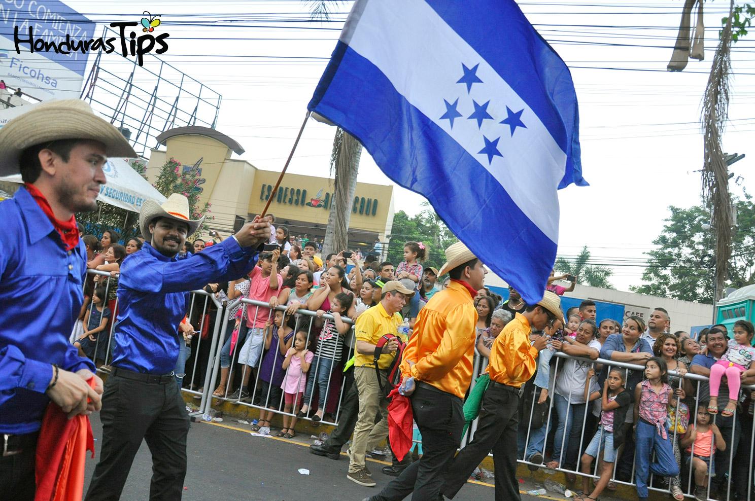Compañía de Danza Sectur ondeó con mucho orgullo la bandera de Honduras.