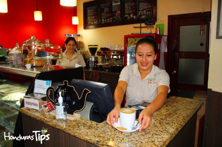Su establecimiento es uno de los más llamativos entre los coffee shop de San Pedro Sula.