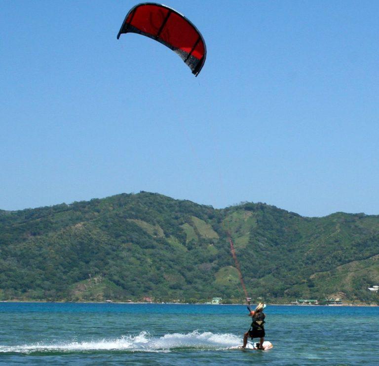 Atrévase a practicar el KiteBoarding.