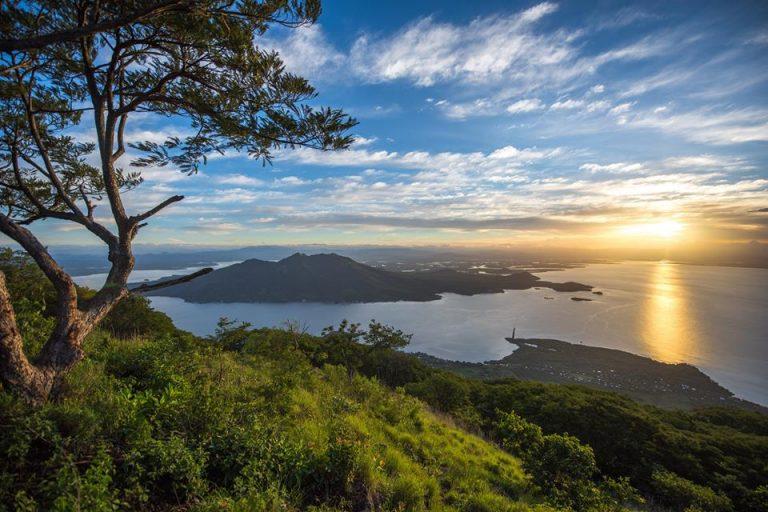 El paisaje que se puede observar en la punta alta de Amapala en el Sur de Honduras dejo encantados a los turistas.