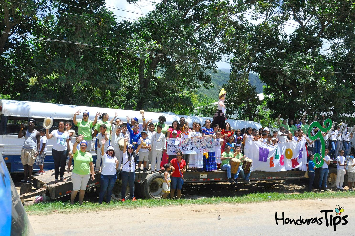 Santa María Biligual School fue otra de las instituciones trujillanas que recibieron a los visitantes con mucha energía.