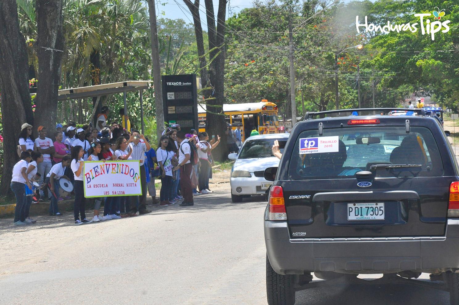La escuela Normal Mixta tampoco se quedó atrás con el recibimiento de Caravana de Identidad.