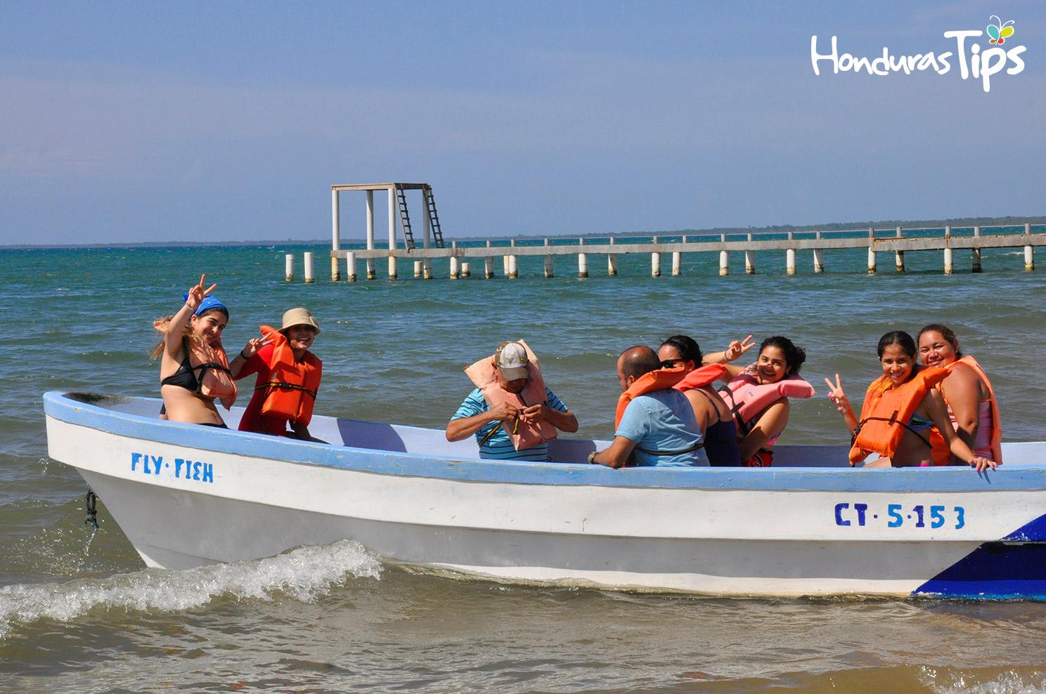 La playa municipal de Trujillo recibió a los miembros de Caravana de Identidad con paseos en lancha.