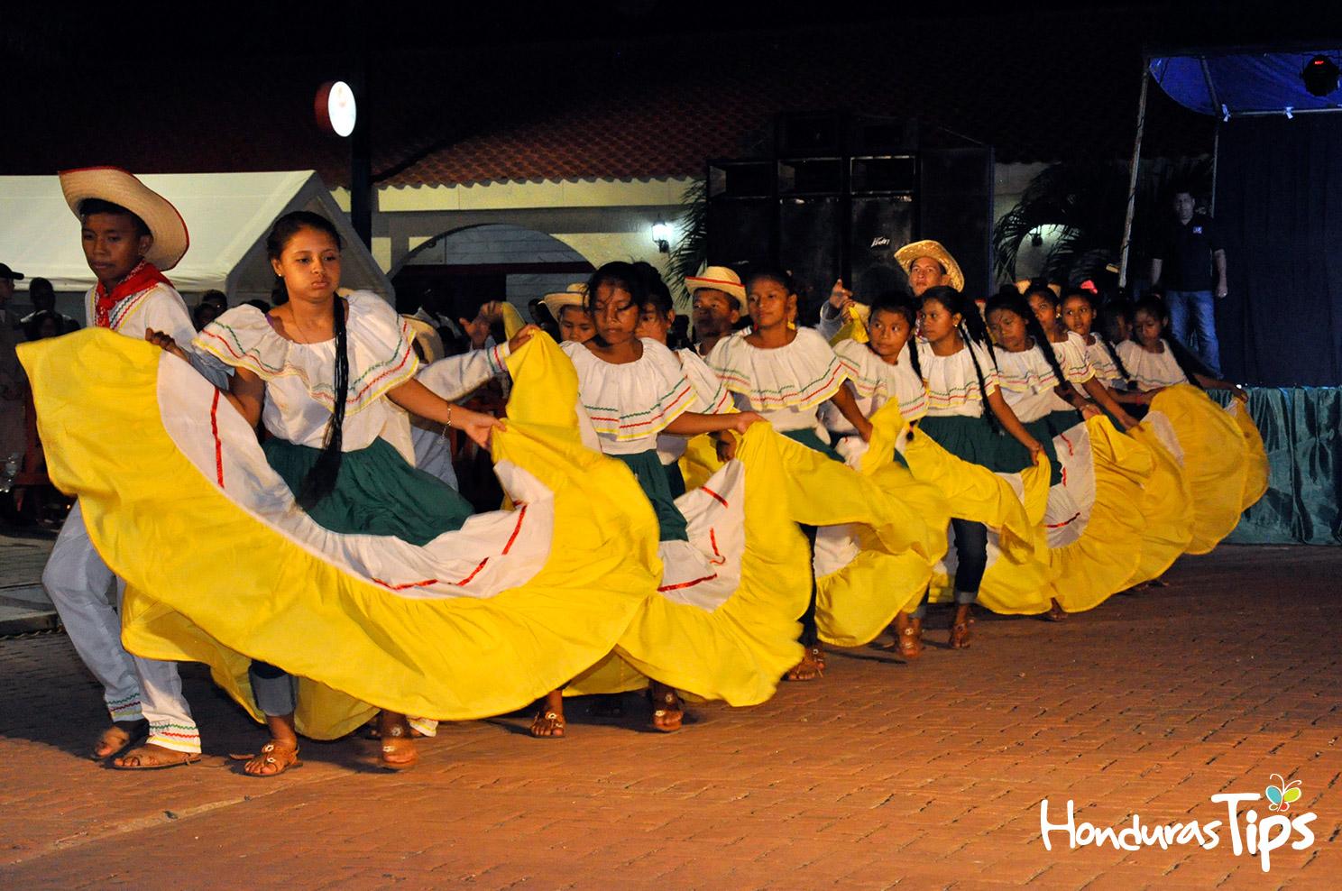 Durante las presentaciones, el público pudo apreciar la danza con la canción misquita Awala nani, yulu nani dawanka