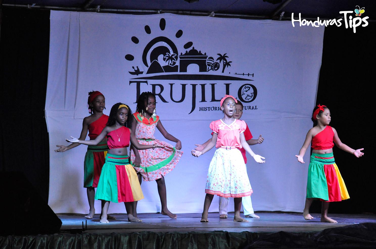 La escuela San Juan Bautista ofreció un entretenido baile garífuna en su presentación.