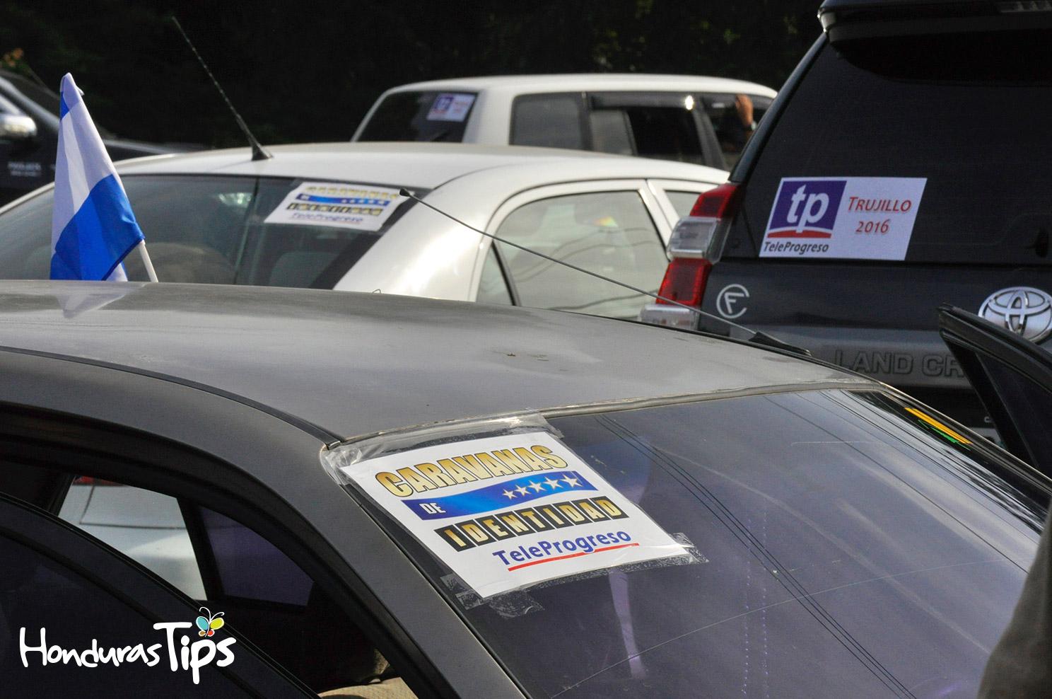 Los miembros de Caravana de Identidad, hicieron una parada de una hora en una gasolinera de La Ceiba.