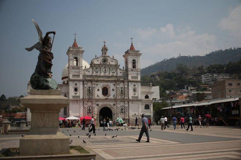 Plaza los Dolores. Tegucigalpa - Stephanie Sarahí Matute