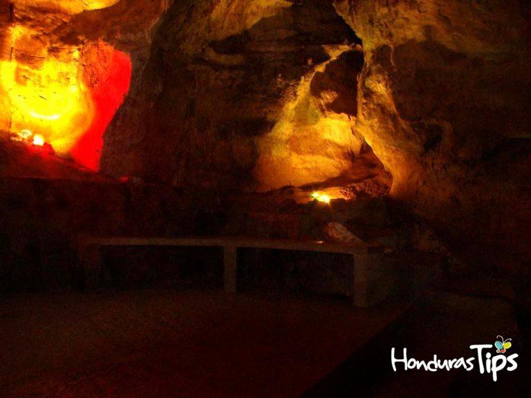 Algunas cuevas ofrecen verdaderos paisajes subterráneos para conocer.