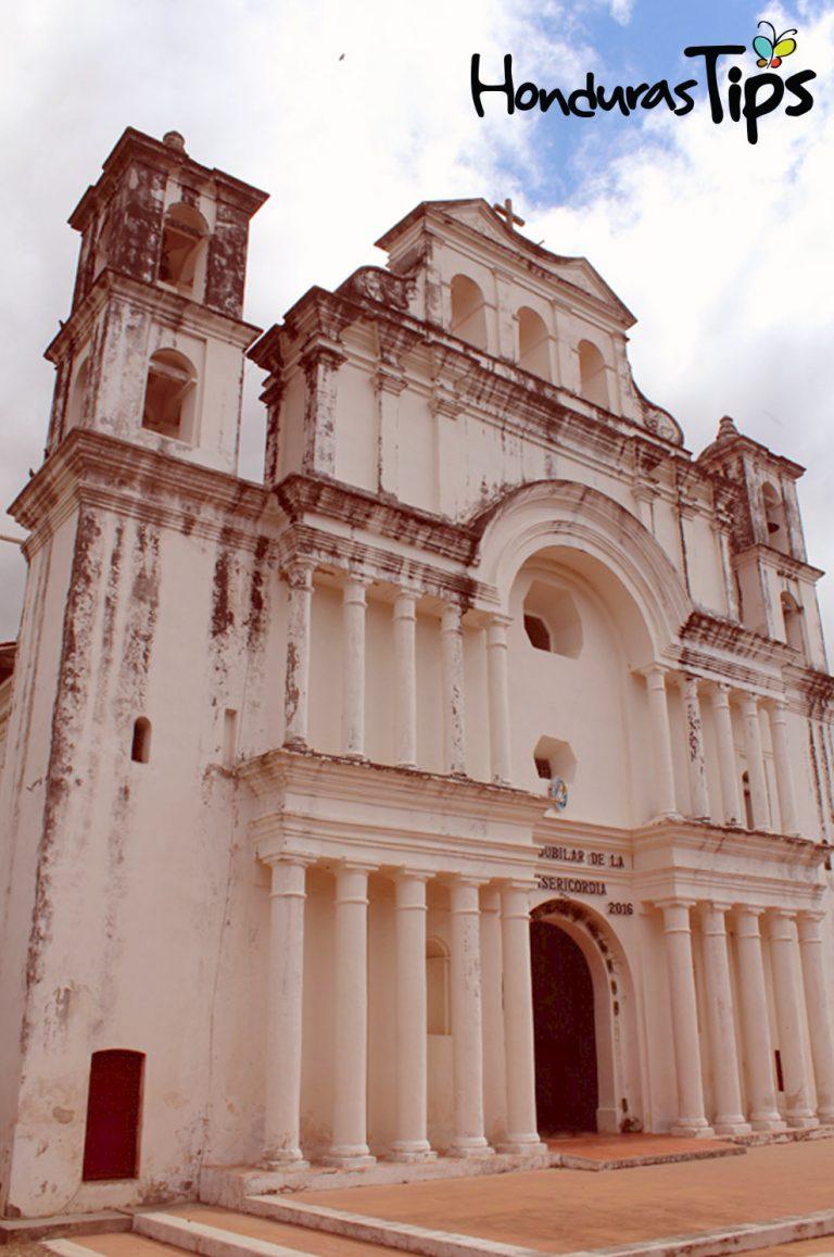 La iglesia de San Andres es un única en Honduras, su estilo Colonial y pintura original de origen vegetal hacen de ésta un atractivo a visitar.