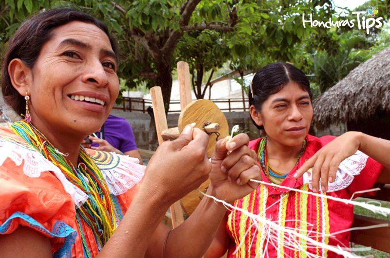 En la comunidad de El Brasilar, frontera Guatemala con Honduras (Copán Ruinas) podrá encontrar la emocionante cultura Maya Chortí, con sus artesanías y encanto natural.