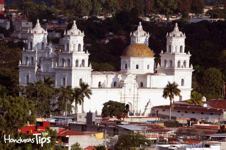 La ciudad de Esquipulas fue fundada por españoles entre 1560 y 1570, y considerada ciudad desde 1968, su basílica del Cristo Negro es el epicentro de la Fe católica en Centro América.