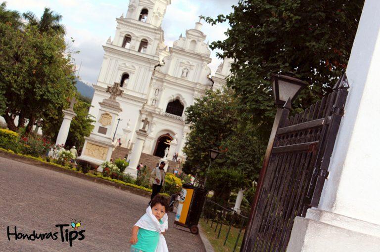 Equipulas es el centro de la Fe en la región, con más de un millón y medio de visitantes anuales para pedir milagros al Cristo Negro.