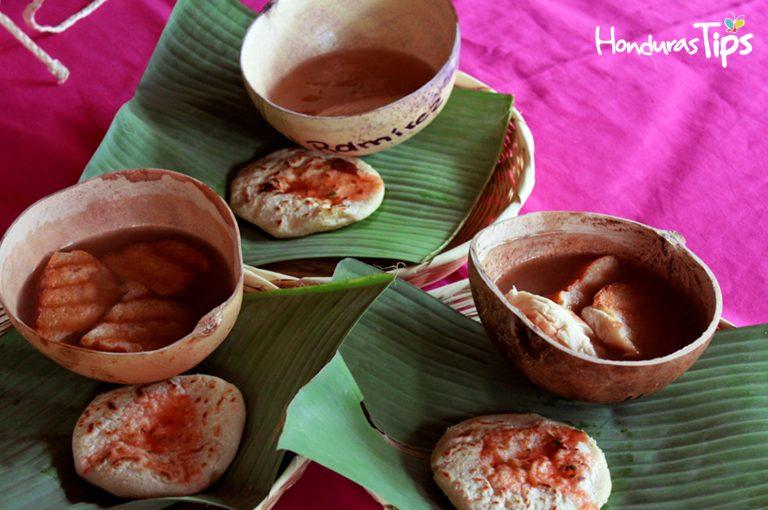 En la región maya Chortí le espera un rico manjar de empanadas de loroco, con chilate con pan francés.