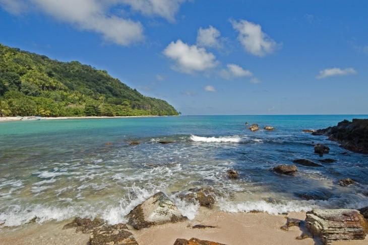 Honduras Cuenta con paraísos tropicales asombrosos tanto en el caribe como en el pacífico