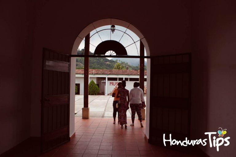 La casa kinich o Fuerte Cabañas es un museo interactivo dedicado para los niños y su aprendizaje de la cultura maya.