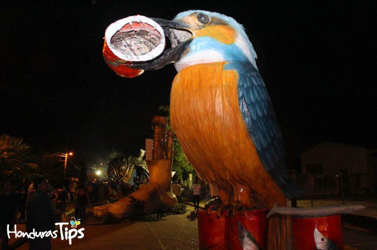 Una de las Chimeneas de este año estuvo dedicada a las aves, para crear conciencia sobre su protección.