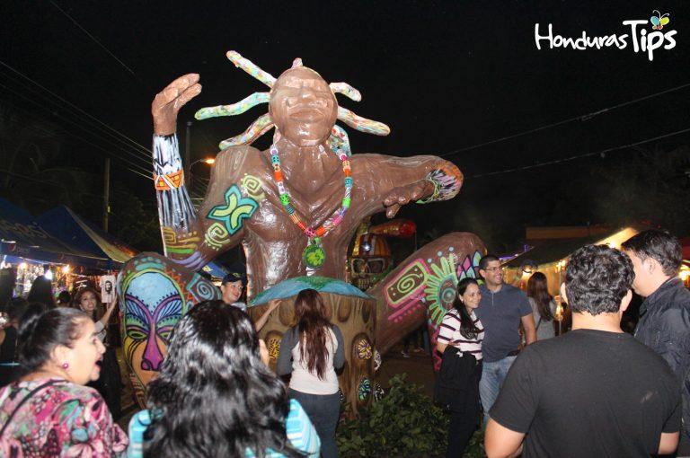 Las Chimeneas Gigantes se realizan en Trinidad cada mes de diciembre.