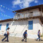 Sus casas pintadas de cal le dan un aspecto cálido y limpio a este pueblo encantador.