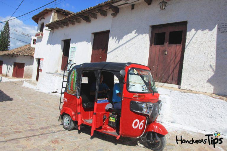 Los tuc tuc o mototaxis son el transporte oficial en Cedros.
