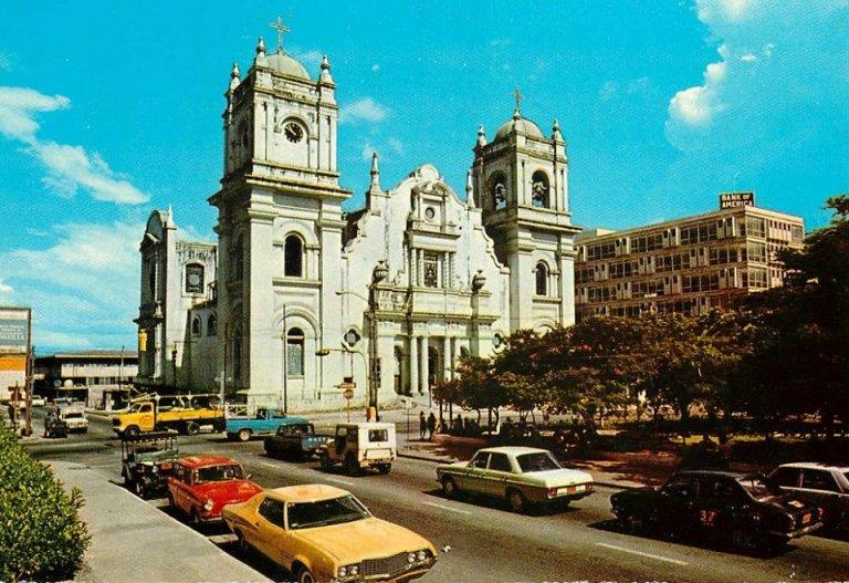 Hermosa foto a color de la Catedral de San Pedro Sula, en los años 70´s.
