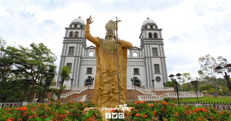 Vista exterior de la basílica menor Virgen de Suyapa en Tegucigalpa