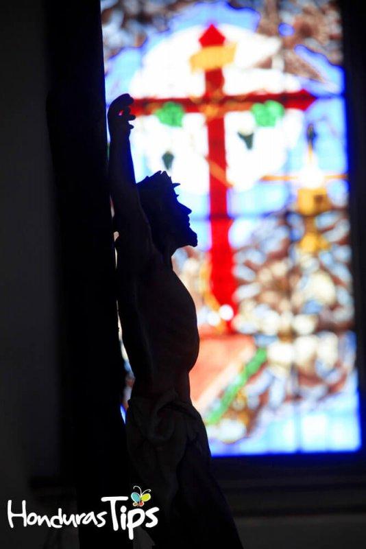 Algunas figuras de la basílica de Suyapa inspiran.