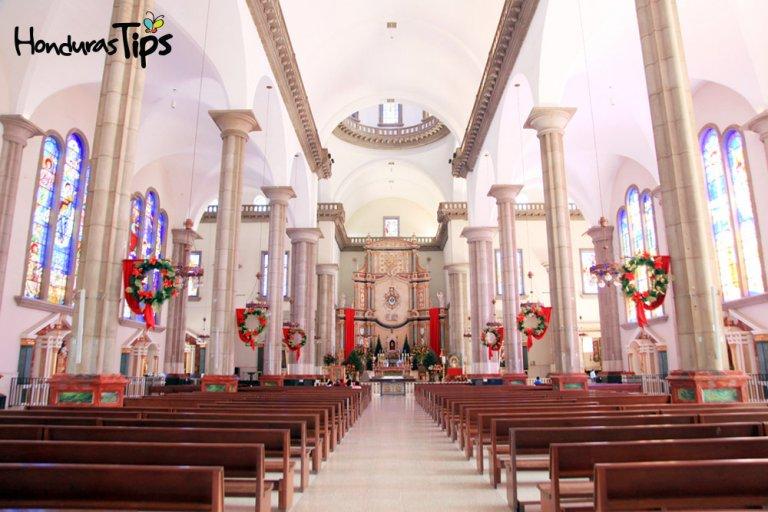 La basílica de la virgen de Suyapa es una edificación hermosa digna de visitar.