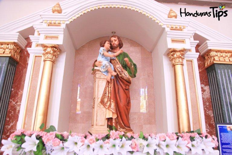 También podes ver a San José de Nazaret, esposo de María, la madre de Jesús de Nazaret y por tanto padre de Jesús. El Pontífice Pío IX, proclamo en 1870 a San José como patrono de la Iglesia Universal Y Juan XXIII lo canonizo, dándole el 19 de marzo como día para su celebración.