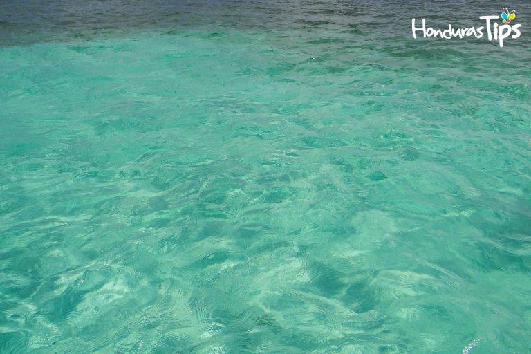 """En los cayos existe una zona donde le llaman """"Las piscinas"""" por su color cristalino del agua."""