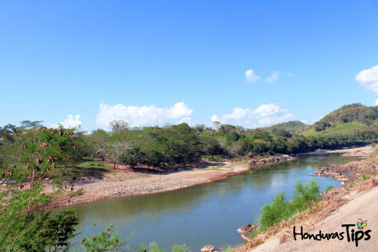 Muchos de los municipios de Santa Bárbara están rodeados por muchos ríos...