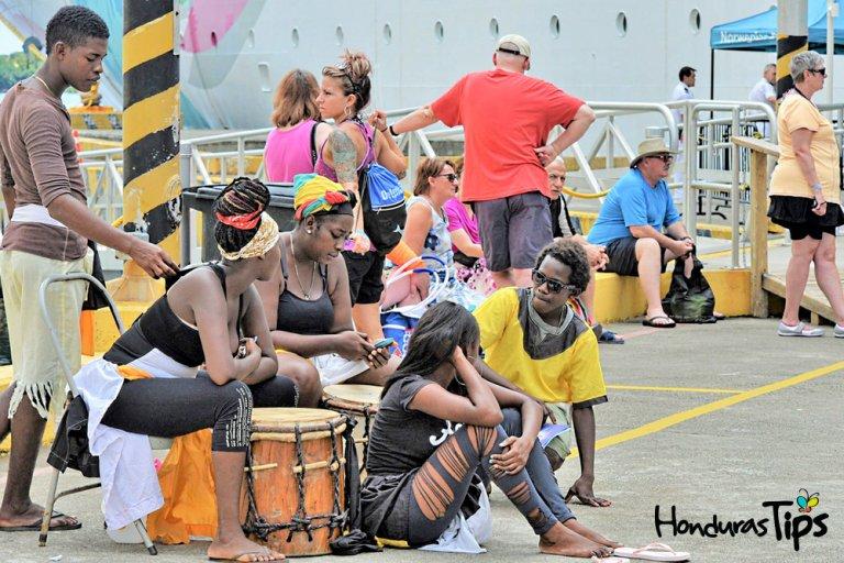 La llegada de cientos de cruceros ha aumentado la popularidad de Roatán.