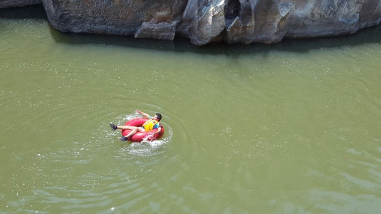 El Tubing es una actividad que solo se realizaba en el río San Buenaventura de Pulhapanzak pero ahora se realiza en Santa Rosa de Copán o específicamente en San Juan de Opoa.