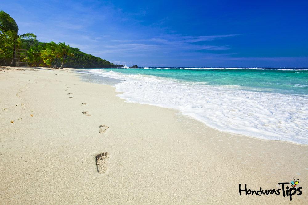 La playa de West Bay es un espacio que enamora a todos.